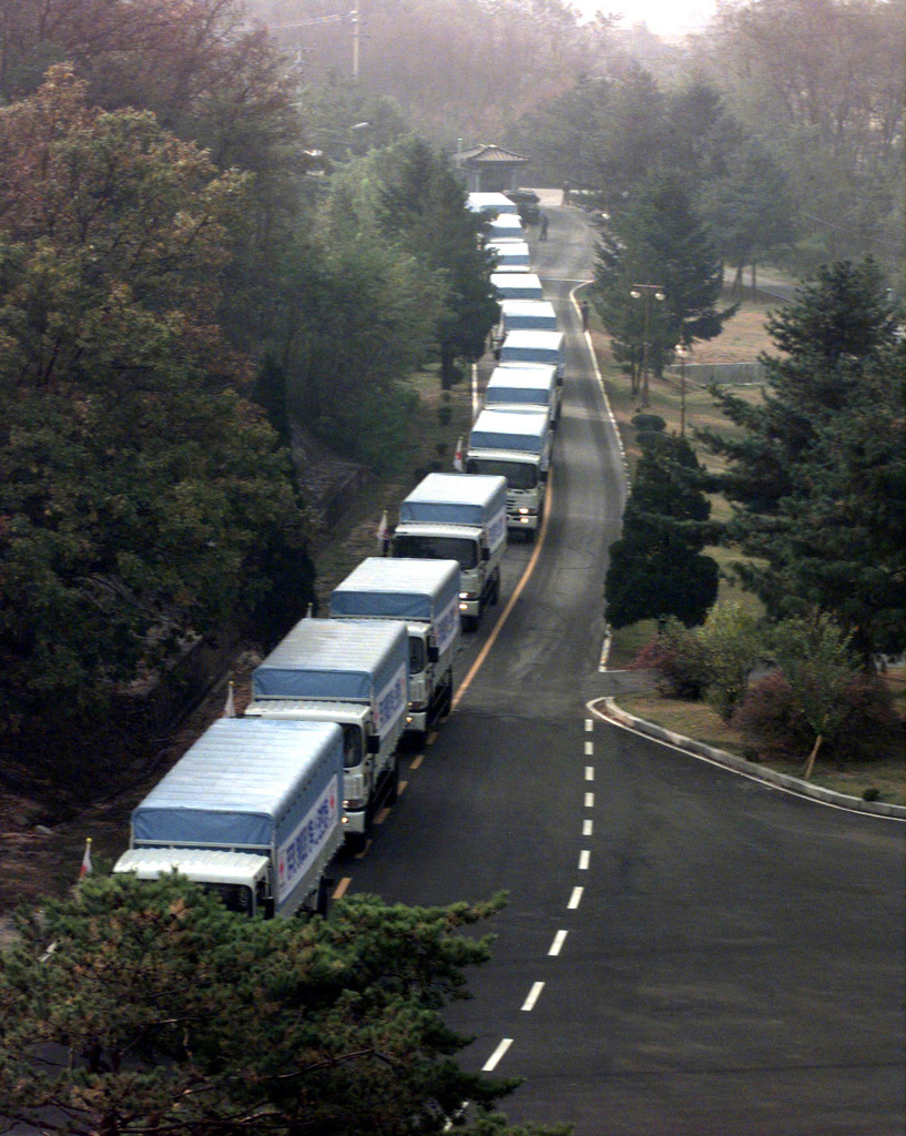 A caravan of 501 cattle and 50 vehicles enter Panmunjom, Republic of Korea, bound for the Communist North Korea, Oct. 27, 1998. South Korean business tycoon Chung Ju-yung, founder and honorary chairman of Hyundai Group, donated 501 head of cattle and the vehicles to the famine-stricken country. Mr. Chung had given the North Koreans 500 head of cattle earlier this year in June