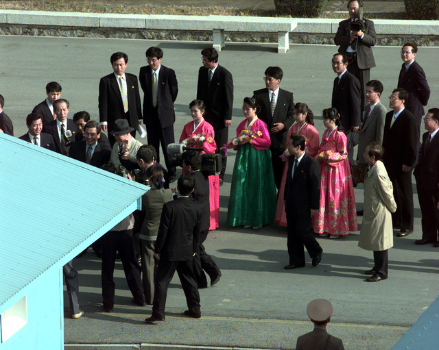 Ladies from North Korea wearing traditional hanbok leave Panmungak to present gifts to South Korean business tycoon Chung Ju-yung, Oct. 27, 1998. Prior to the caravan of 501 cattle and 50 vehicles entering the Communist North Korea, Chung, founder and honorary chairman of Hyundai Group, donated 501 head of cattle and the vehicles to the famine-stricken country of North Korea. Mr. Chung had given the North Koreans 500 head of cattle earlier this year in June