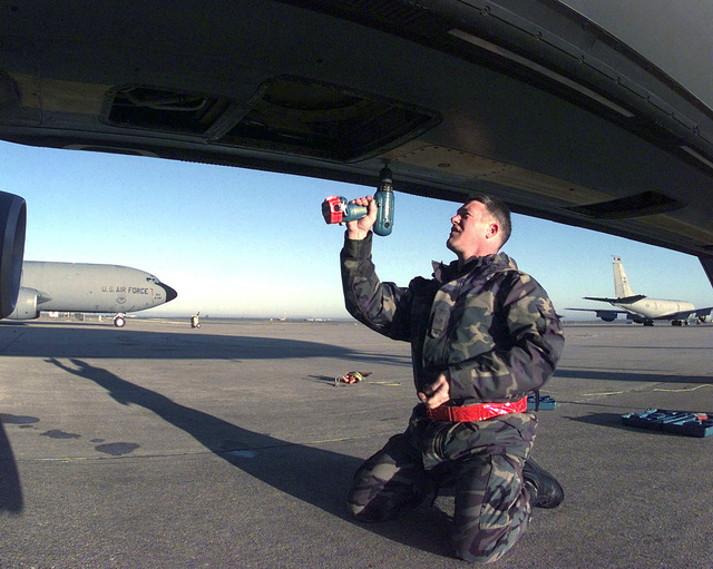US Air Force STAFF Sergeant Darrell Bramer, a KC-135 Stratotanker Crew CHIEF, assigned to the 92nd Aircraft Generation Squadron, Fairchild Air Force Base, Washington, re-installs forward body fuel tank access panels on a KC-135 while deployed to Moron Air Base, Spain. This mission is in direct support of Joint Task Force Noble Anvil
