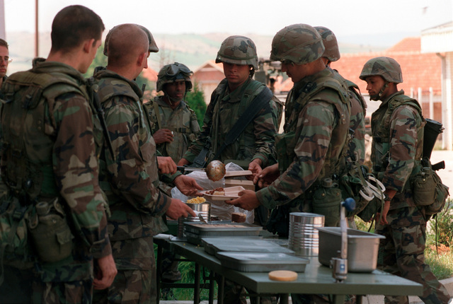 26th MEU Marines from Lima Battery 3rd Battalion, 10th Marine Regiment eat a hot meal consisting of tray rations in the field. The Marines and sailors of the 26th Marine Expeditionary Unit (MEU) during Operation JOINT GUARDIAN are helping to enforce the implementation of the military technical agreement and to provide peace and stability to Kosovo