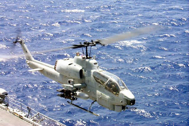 An AH-1W Super Cobra from Marine Medium Helicopter Squadron 265 (HMM-265), the Air Combat Element (ACE) for the 31st Marine Expeditionary Unit (MEU), lands aboard USS BELLEAU WOOD (LHA 3) during the ACE fly on in preparation for Special Operations Capable qualification Exercise (SOCEX). The SOCEX training exercise prepares the MEU for special missions including humanitarian assistance/disaster relief, non-combatant evacuations, tactical recoveries of aircraft and personnel, amphibious raids, and show-of-force operations