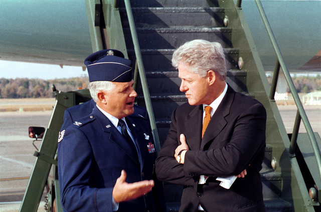 Prior to his departure, aboard Air Force 1, President WIlliam Clinton discusses current military issues with US Air Force Colonel Paul Fletcher, 314 Air Wing Commander, Little Rock AIr Force, Arkansas