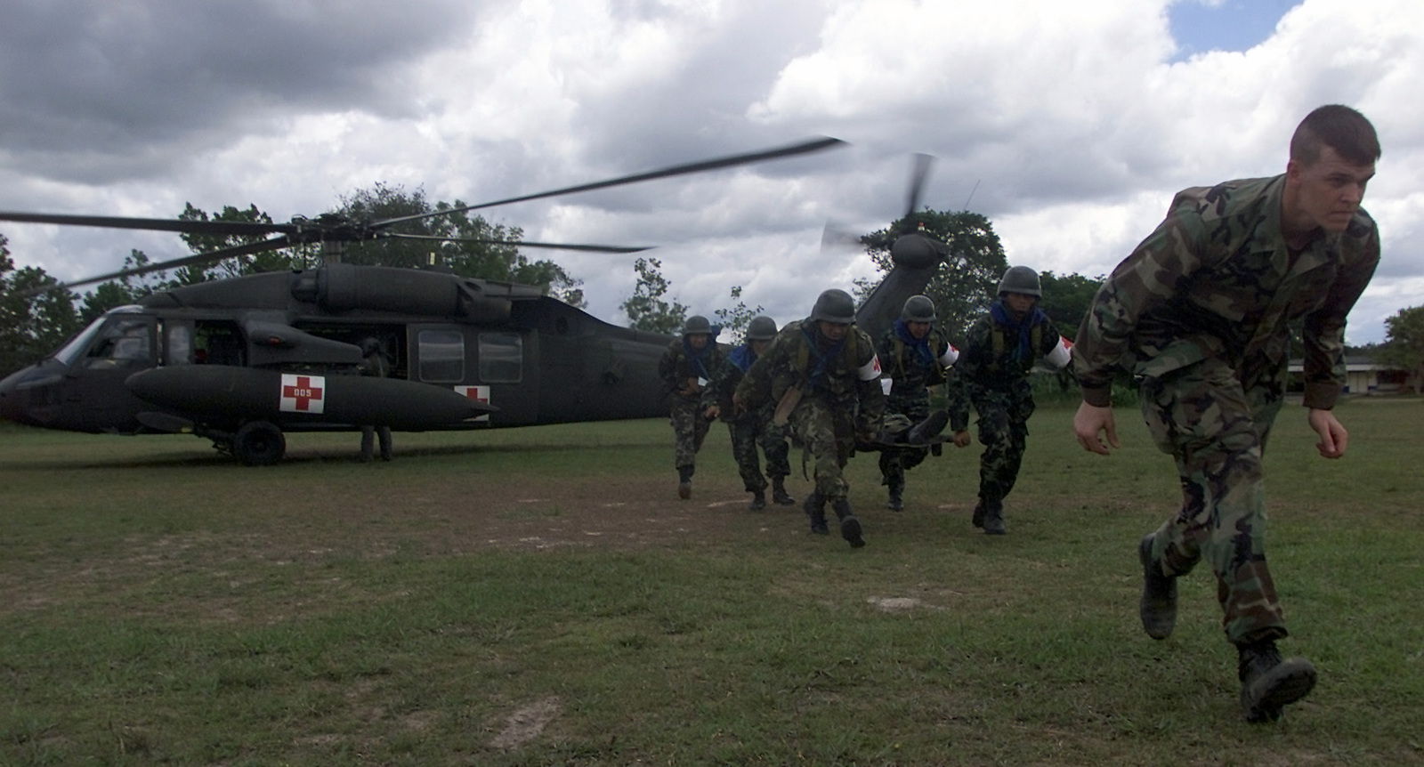 A team of Royal Thai Army Medical Evacuation (MEDEVAC) students follow an USA MEDEVAC Instructor after removing a litter patient from an USA UH-60Q Blackhawk MEDEVAC helicopter during medical evacuation training conducted during Exercise COBRA GOLD 2000
