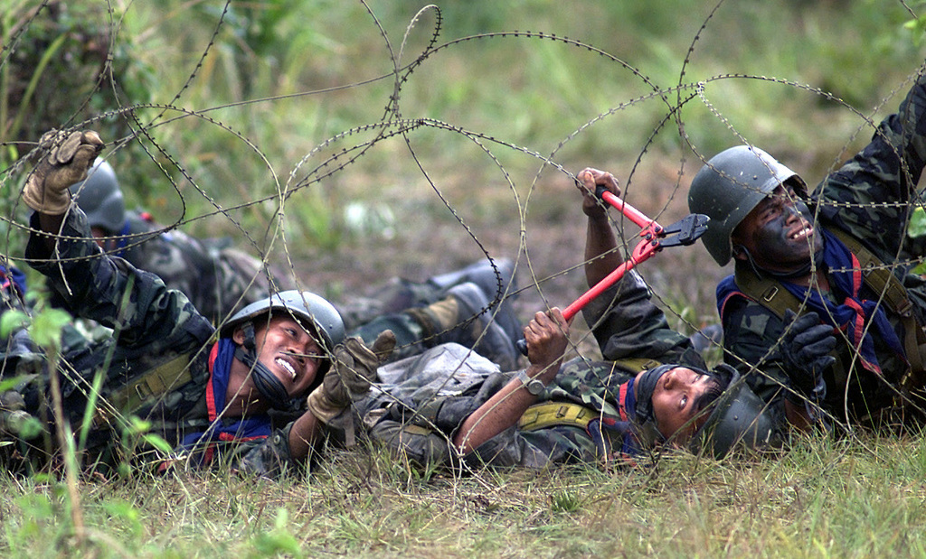 Soldier Wire | Royal Thai Army Infantry Soldiers Practice Breaching Concertina Wire