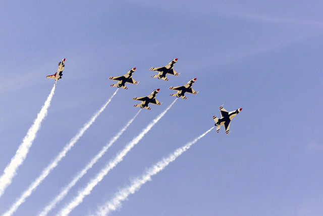 USAF Thunderbirds Aerial Demonstration Team F-16 Fighting Falcon aircraft perform at March Air Reserve Base (ARB), California (CA) during the Airfest 2000 air show