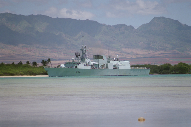 Port bow view of the Canadian frigate HMCS WINNIPEG (FFH 338) departing Pearl Harbor to take part in Operation RIMPAC 2000