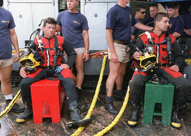 MASTER CHIEF Machinist Mate (MMC) Russell Mallet, Mobile Diving and Salvage Unit Two (MDSU2) Command MASTER chief (left) and SENIOR CHIEF Boatswain's Mate (BMC) Kenneth Brown (right) prepare to dive to the wreck of the USS MONITOR, off Cape Hatteras