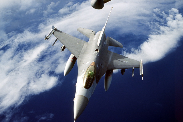 A US Air Force F-16 Falcon from the 169th Fighter Wing, South Carolina Air National Guard, McEntire ANG Base, SC, finished refueling from with a KC-135 Stratotanker from the 134th Air Refueling Wing, Tennessee National Guard, McGhee Tyson ANG Base, Knoxville, TN, over the coast of South Carolina
