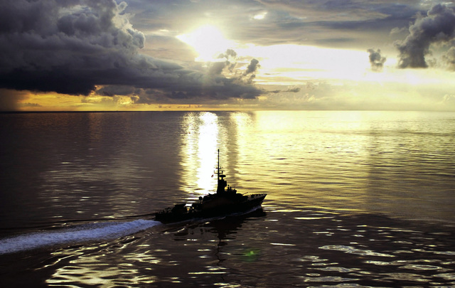 During early morning light a Republic of Singapore warship moves swiftly through the waters of the South China Sea during Cooperation Afloat Readiness and Training 2000 (CARAT)