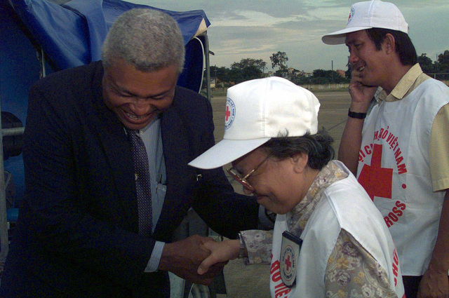 Dr. Nguyen Thi Hoi, Vice President of the Viet Nam Red Cross, accepts a water purification system from Mr. Charles A. Ray, Consul General of the United States of America, at Tan Son Nhat, Viet Nam