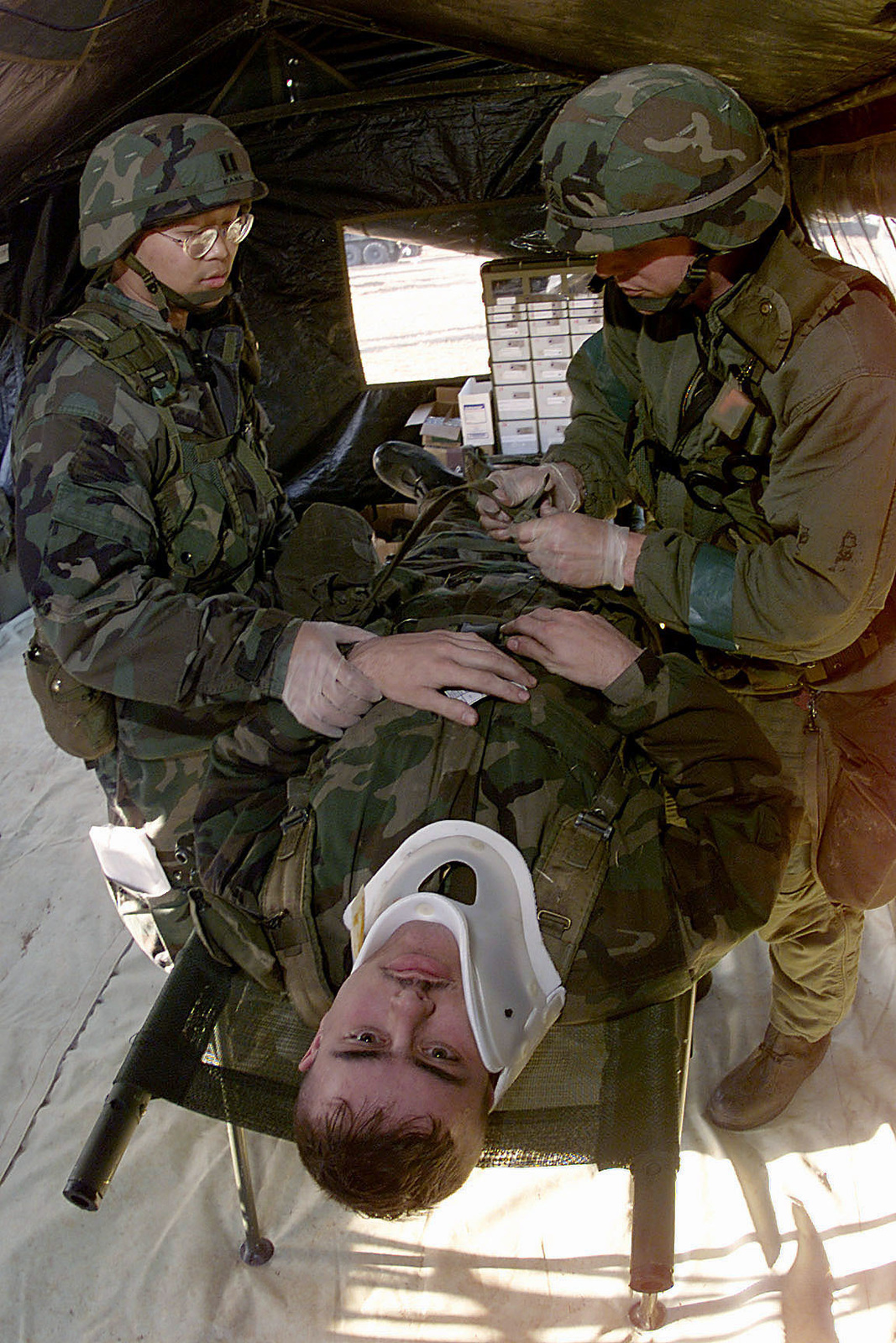 US Army members of the 52nd Medical Evacuation Battalion, Camp Humphries, South Korea, take part in a medical evacuation exercise during FOAL EAGLE 2000, on October 26th, 2000. FOAL EAGLE is the largest joint and combined field training drill conducted annually in South Korea, running from 25 October to 3 November. About 25,000 U.S. troops will take part in the drill, including active duty, Reserve and National Guard troops from bases in the United States and elsewhere in the Pacific. The exercise demonstrates U.S. and South Korean military cooperation