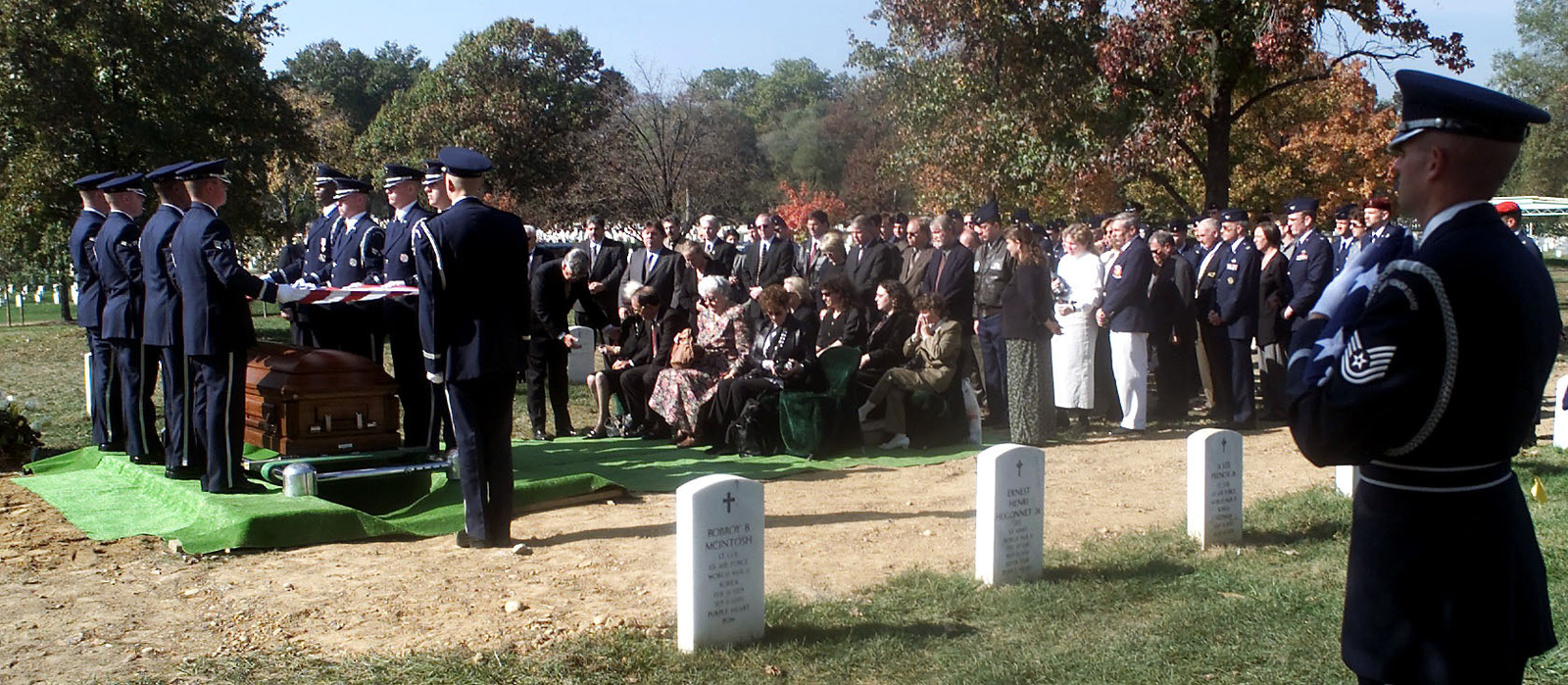 US Air Force members, family and friends gather for a full honor funeral for US Air Force Second Lieutenant Richard Vandegeer at Arlington National Cemetery on October 27, 2000
