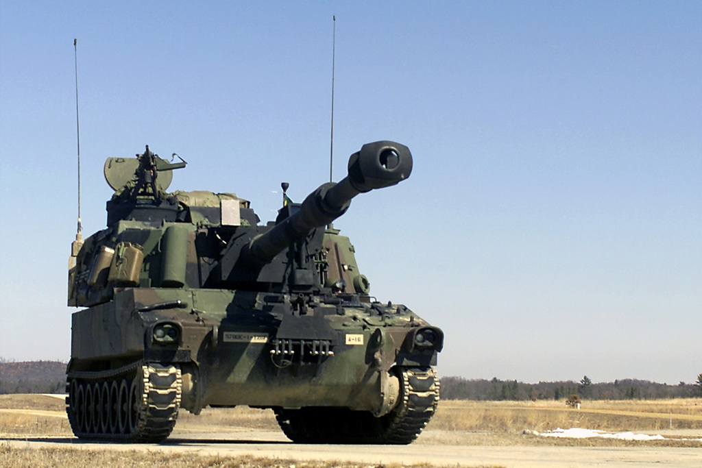 """Front view of a US Army M109A6 155mm """"Paladin"""" self-propelled howitzer"""