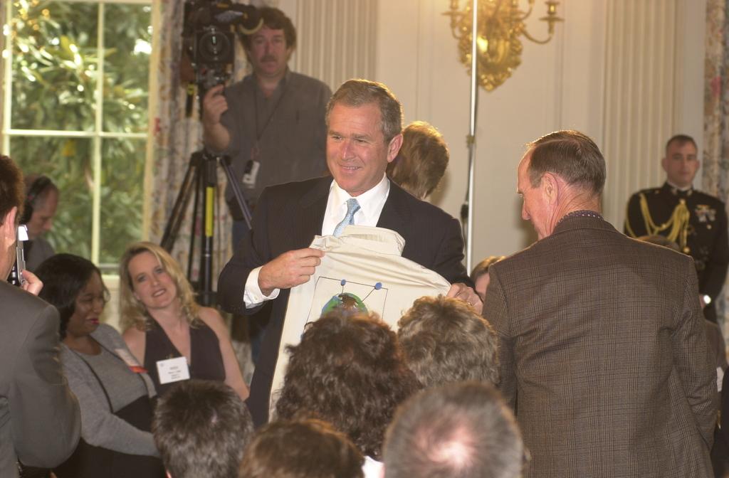 Presidential Environmental Youth Awards at White House [412-APD-A21-esc_0007.JPG]