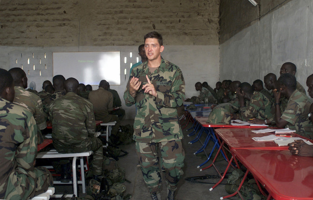 A soldier of the 1ST Battalion 3rd Special Forces Group, Ft. Bragg, North Carolina, teaches basic platoon movement formations to soldiers of the 1ST Infantry Battalion Senegal Army during OPERATION FOCUS RELIEF II (OFR II) in Thies, Senegal. OFR II is an operation provided by the U.S. Army Special Forces to the Senegal Army for training on new equipment and fighting tactics to bring up their proficiency level for peace enforcement in Sierra Leone