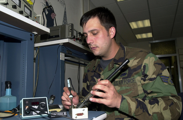 Ground Radio Maintenance Journeyman, SENIOR AIRMAN Jesse Jeffers of the 86th Communications Sqaudron repairs a Ultra High Frequency Amplitude Modulated Receiver at Ramstein Air Base, Germany
