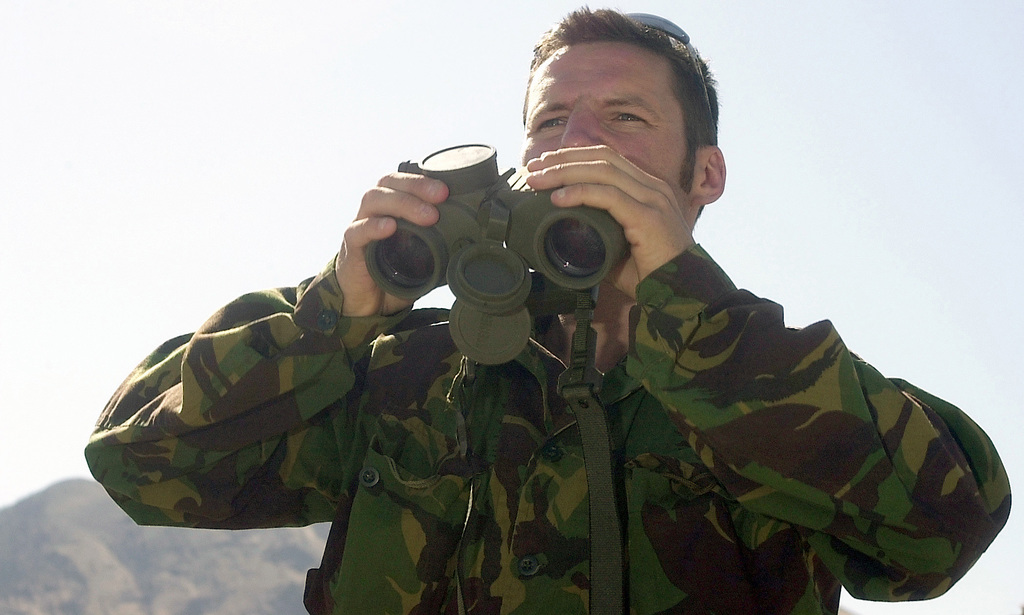 A British Special Forces member from the 22nd Special Air Service (SAS) at Hereford, England, uses