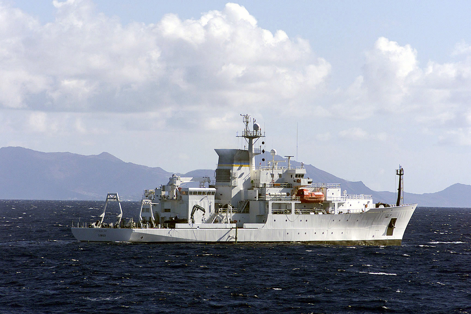 A starboard side view of the PATHFINDER CLASS: SURVEYING SHIP USNS SUMNER (T-AGS 61), underway off the coast of Hawaii (HI), during recovery operations for the Japanese fishing vessel Ehime Maru
