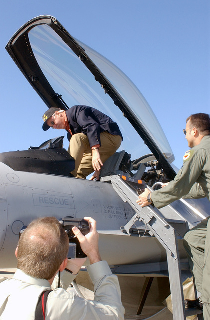 Colonel (COL) Tom Jones, USAF, Commander, 20th Operations Group, instructs South Carolina Governor Jim Hodges (D), how to mount the F-16CJ, as the Governor's photographer Bryan Stone documents the visit to Shaw AFB