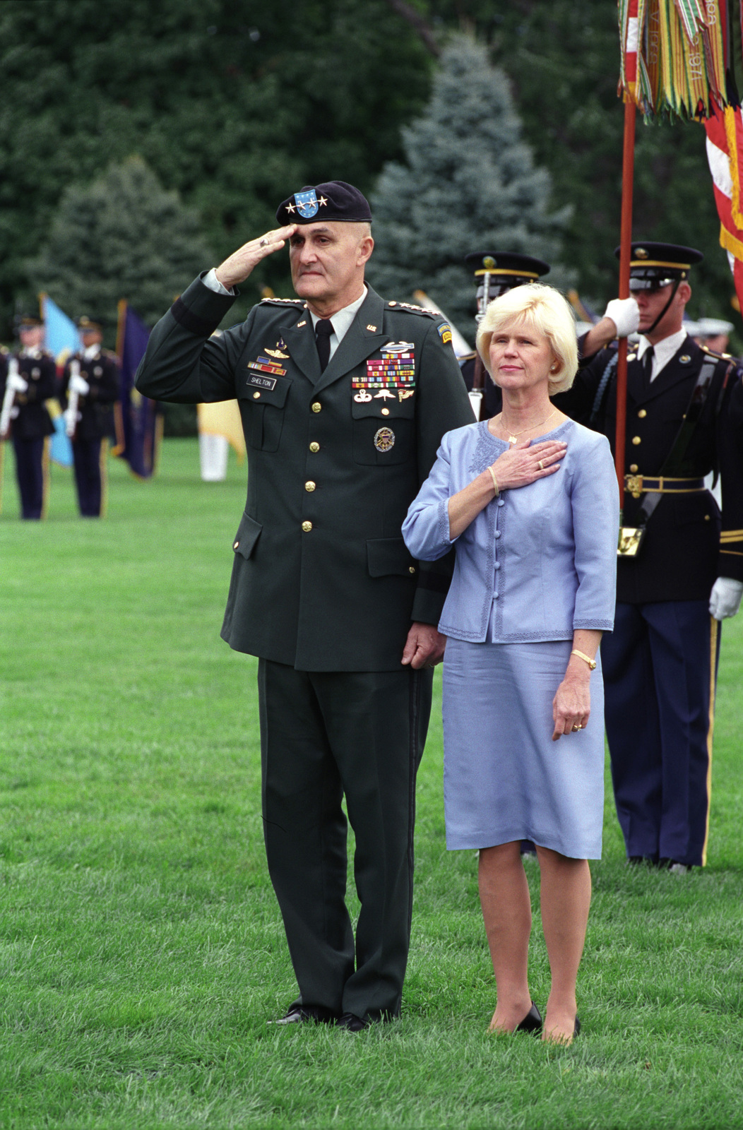 U s army gen henry h shelton left former chairman of for Chair joint chiefs of staff