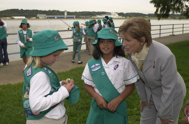 Administrator Christine Todd Whitman joins Girl Scouts on outing [412-APD-A33-ctwgsa26.JPG]