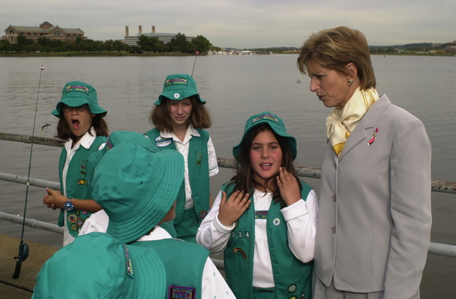Administrator Christine Todd Whitman joins Girl Scouts on outing [412-APD-A33-ctwgsa16.JPG]