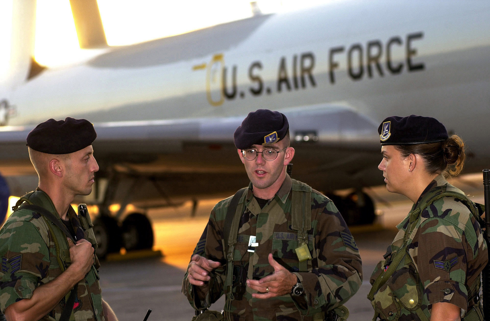 US Air Force (USAF) Security Police (SP), discuss security procedures while guarding USAF E-3C Sentry Airborne Early Warning and Control System (AWACS) aircraft on the flight line at Incirlik Air Base (AB), Turkey, while deployed in support of Operation NORTHERN WATCH. Pictured left-to-right, USAF STAFF Sergeant (SSGT) Paul Evans, 172nd Fighter Wing (FW); USAF SSGT John Duly, 175th FW; and USAF AIRMAN First Class (A1C) Shelly Byers, 325th FW