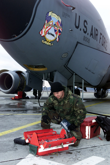 STAFF Sergeant (SSGT) Jarrod Williams, Crew CHIEF with the 100th Maintenance Squadron (MS), 100th Aerial Refueling Wing (ARW), Royal Air Force (RAF) Mildenhall, works on a KC-135R Stratotanker at Borgas International Airport, Bulgaria, in support of Operation ENDURING FREEDOM