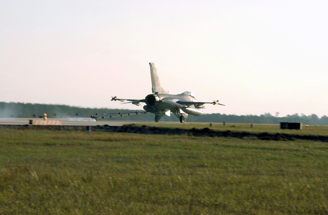A US Air Force (USAF) 55th Fighter Squadron F-16CJ, Fighting Falcon aircraft is brought to a stop on the runway during a barrier certification test at Shaw AFB, South Carolina (SC), during Operational Readiness Exercise Sea Lion 02-02