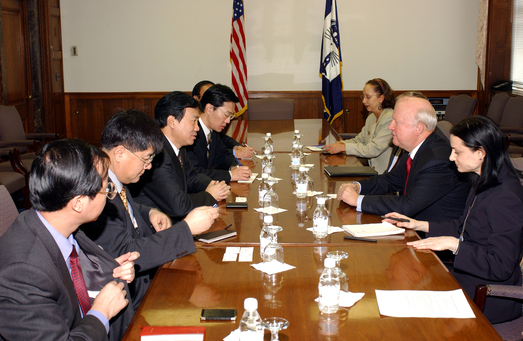 [Assignment: OS_DS_2002_1202_15] Office of the Deputy Secretary - MEETING WITH DEPUTY GOVERNOR OF CHINA [40_CFD_OS_DS_2002_1202_15_DSC_0008.JPG]