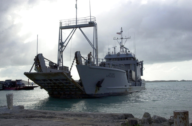 """The US Army (USA) Landing Craft Utility (LCU), LCU-2035 """"Hudson"""" from the 7th Transportation Group (TG), Fort Eustis, Virginia, maneuvers away from the Crabbs Peninsula dock, during the Tradewinds 2002 Field Training Exercise (FTX), on the island of Antigua"""