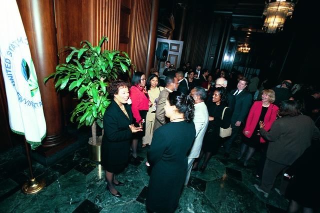 Morris Winn Swearing-in ceremony [412-APD-A56-b18_18.JPG]
