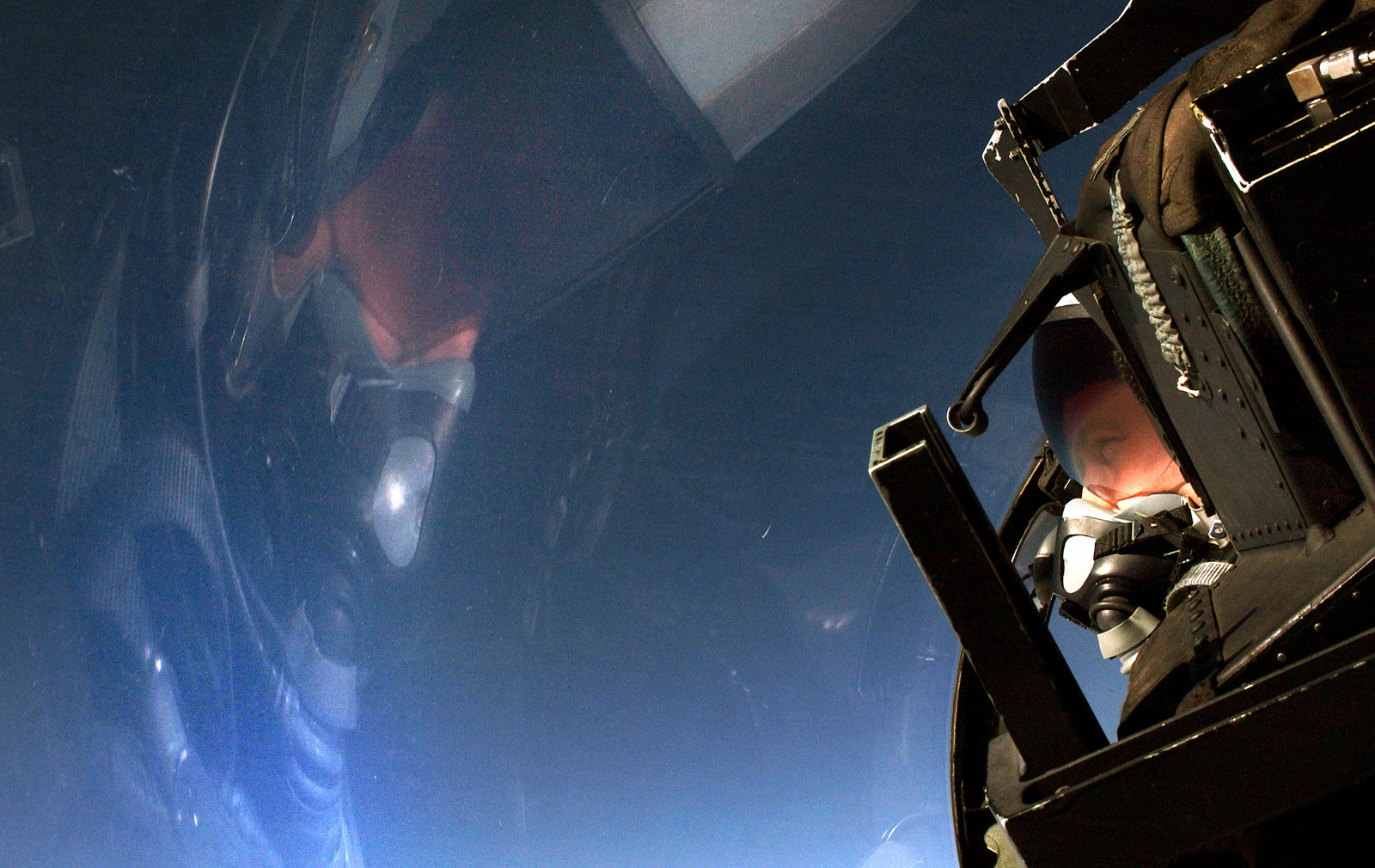 The pilot of a US Air Force (USAF) F-15D Eagle aircraft assigned to the 90th Fighter Squadron (FS) scans the skies from the cockpit of his aircraft during a training flight in support of Exercise NORTHERN EDGE 2002