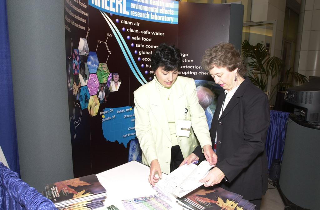 EPA's Science Forum 2000, Washington DC [412-APD-A61-ESC_0055.jpg]