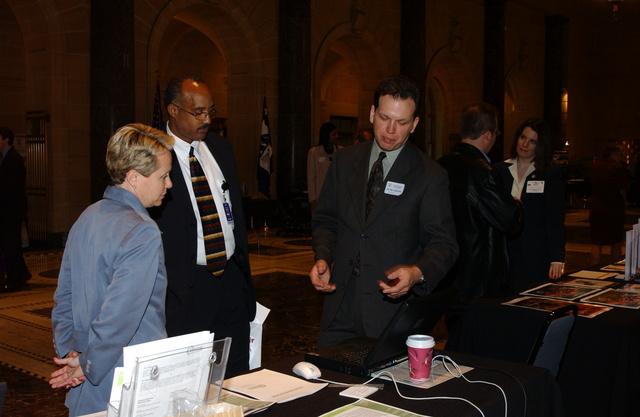 [Assignment: OS_2002_1201_171] Office of the Secretary - DEPUTY SECRETARY SAMUEL BODMAN TECHNOLOGY EXPO [40_CFD_OS_2002_1201_171_254.JPG]