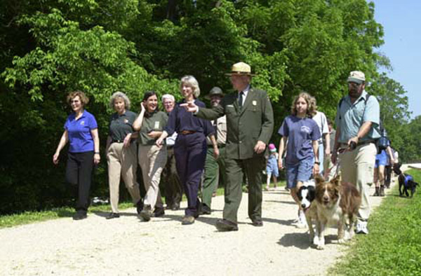 Photograph, from coverage of National Trails Day-related events at Chesapeake and Ohio Canal National Historical Park in Washington, D.C. area, selected for use in preparation of Department of Interior video on tenure of departing Secretary Gale Norton