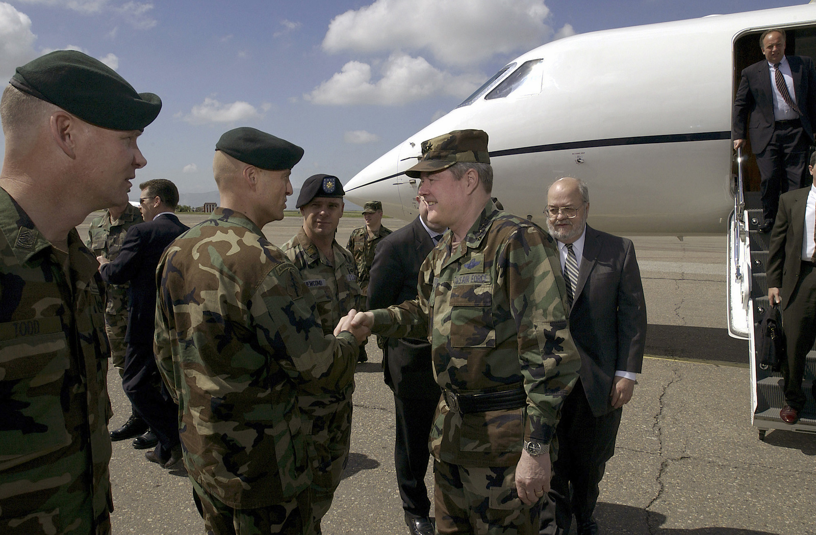 US Air Force (USAF) General Joseph W. Ralston (right), Commander in CHIEF, Unites States European Command (USEUCOM) and Supreme Allied Commander of Europe, National Atlantic Treaty Organization (NATO), is greeted by US Army Lieutenant Colonel Robert Waltemeyer, Commander of Georgia Train and Equip Program (GTEP), upon his arrival in Tbilisi, Georgia