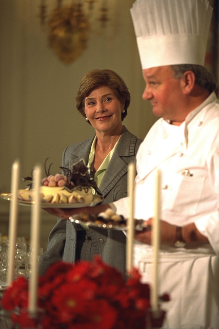 Laura Bush and White House Pastry Chef Roland Mesnier Participate in the Press Preview for the State Dinner for President and Mrs. Aleksander Kwasniewski of Poland