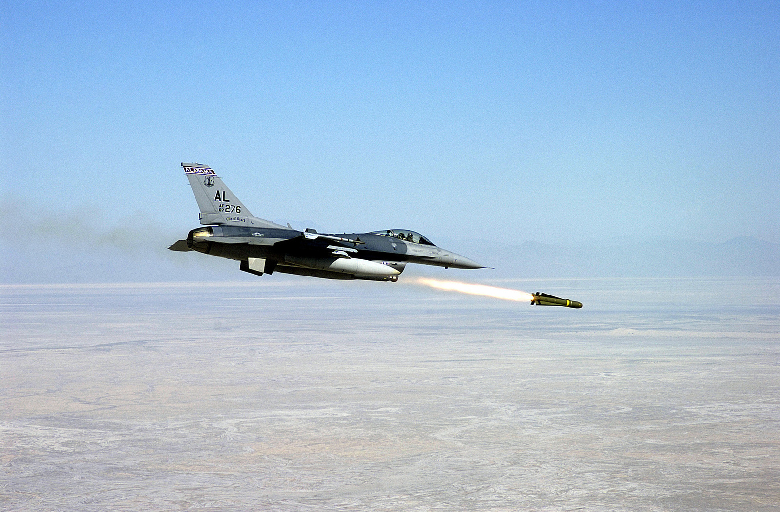 A US Air Force (USAF) F-16C Fighting Falcon aircraft