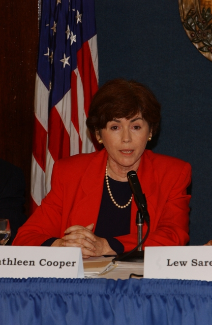 [Assignment: ESA_2002_8884_4] Economics and Statistics Administration - UNDER SECRETARY KATHLEEN COOPER PARTICIPATES IN NAT'L PRESS CLUB PANEL [40_CFD_ESA_2002_8884_4_DSC_0544.JPG]