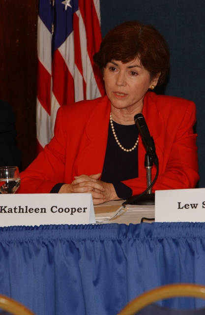 [Assignment: ESA_2002_8884_4] Economics and Statistics Administration - UNDER SECRETARY KATHLEEN COOPER PARTICIPATES IN NAT'L PRESS CLUB PANEL [40_CFD_ESA_2002_8884_4_DSC_0542.JPG]