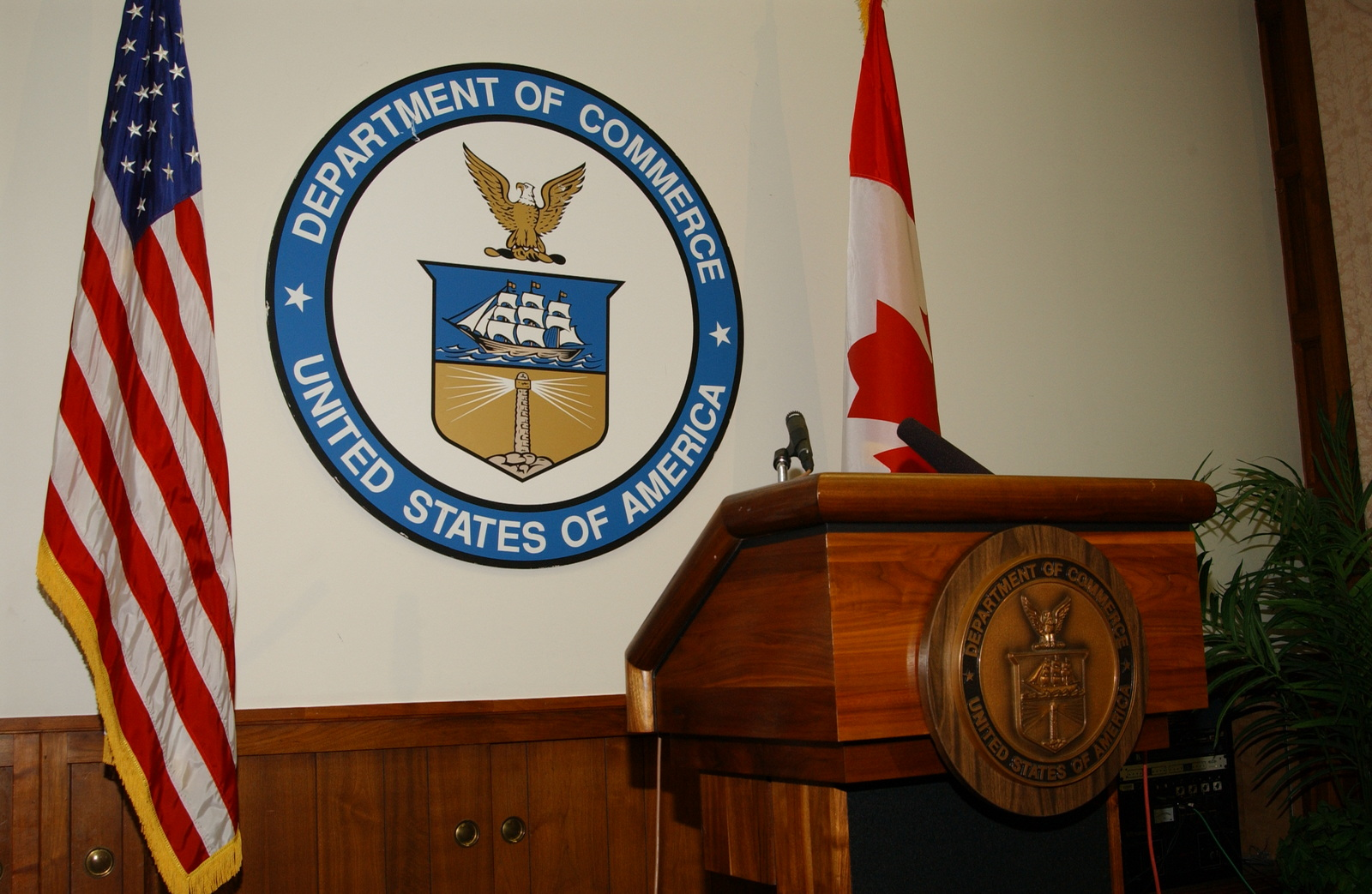 [Assignment: OS_2002_1201_272] Office of the Secretary - CANADIAN MINISTER PETTIGREW [40_CFD_OS_2002_1201_272_254.JPG]