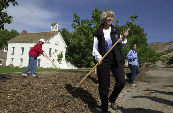 Photograph, from coverage of Secretary's visit to Salt Lake City, Utah for National Public Lands Day activities, selected for use in preparation of Department of Interior video on tenure of departing Secretary Gale Norton