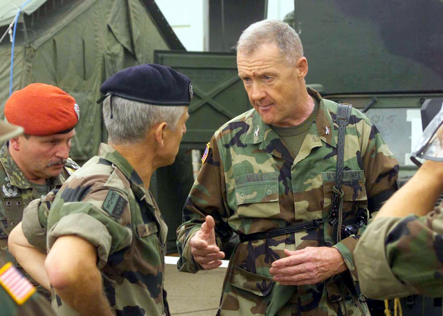 US Marine Corps (USMC) Colonel (COL) Richard Mills, Commanding Officer (CO), 24th Marine Expeditionary Unit (MEU), briefs French Army (FRA) Lieutenant General (LGEN) Marcel M. Valentin, Commander, Kosovo Force, on the MEU's capabilities while in the Multi National Brigade area of operations, during Operation DYNAMIC RESPONSE 2002