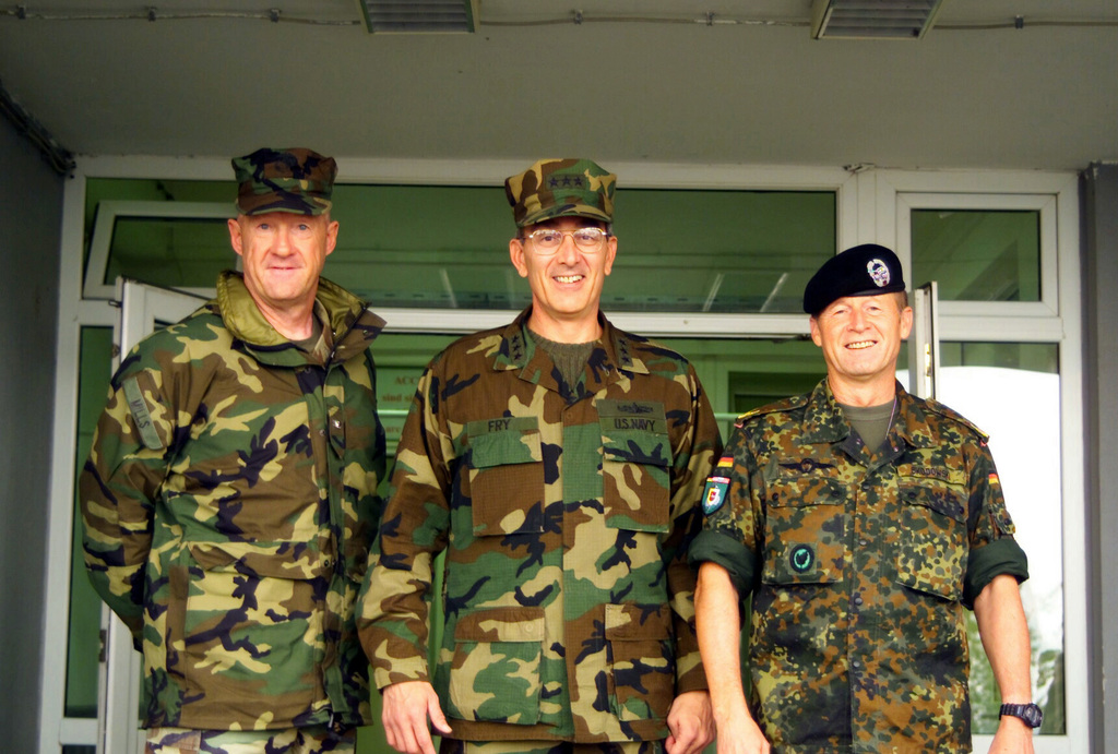 US Marine Corps (USMC) Colonel (COL) Richard P. Mills, left, Commanding Officer (CO), 24th Marine Expeditionary Unit (MEU), US Navy (USN) Vice Admiral (VADM) Scott Fry, center, Commander US Sixth Fleet and Federal Republic of Germany (FRG), Brigadier General (BGEN) Wolf-Dieter Skodowski, Commander, Multi-National Brigade South pose during the Admirals visit to the 24th MEU (SOC) in Kosovo, in support of Operation DYNAMIC RESPONSE 2002