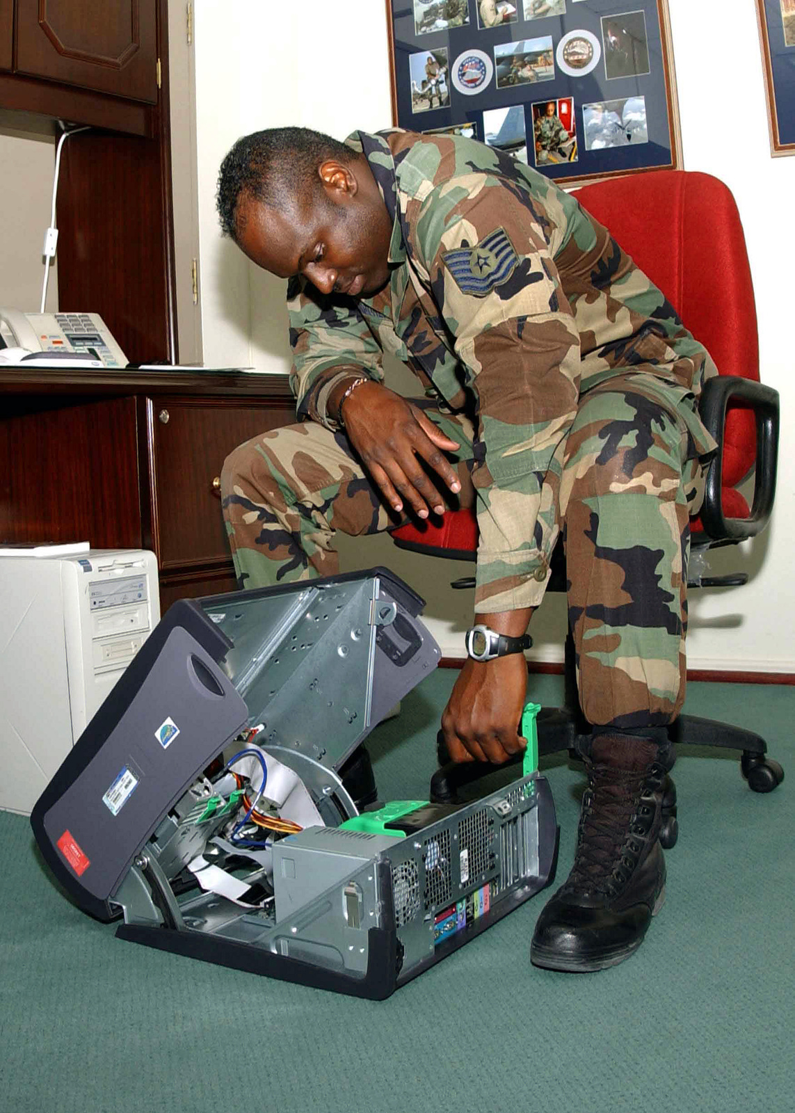 US Air Force (USAF) MASTER Sergeant (MSGT) Greg Van Buren, Communication Directorate, Combined Task Force (CTF) Headquarters, Incirlik Air Base (AB), Turkey, configures a new computer while deployed in support of Operation NORTHERN WATCH