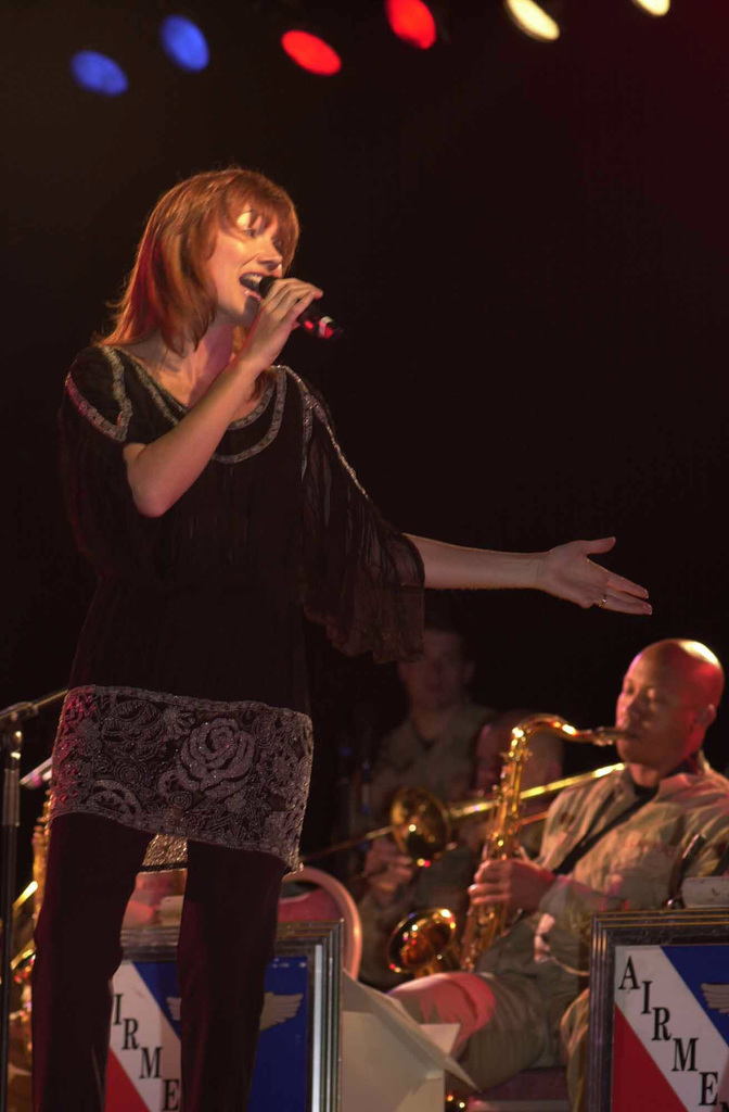 Lari White, a Grammy award winning country and soul singer picks up the pace as she sings to the Aviano Air Base (AB), Italy, community during a Holiday Concert in Hangar 1, during Operation ENDURING FREEDOM