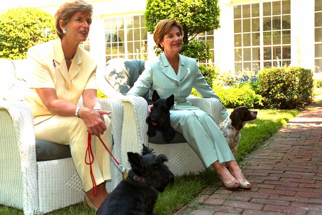 Miscellaneous 2003 photos [412-APD-A112-whlaura.bush_ctw.jpg]