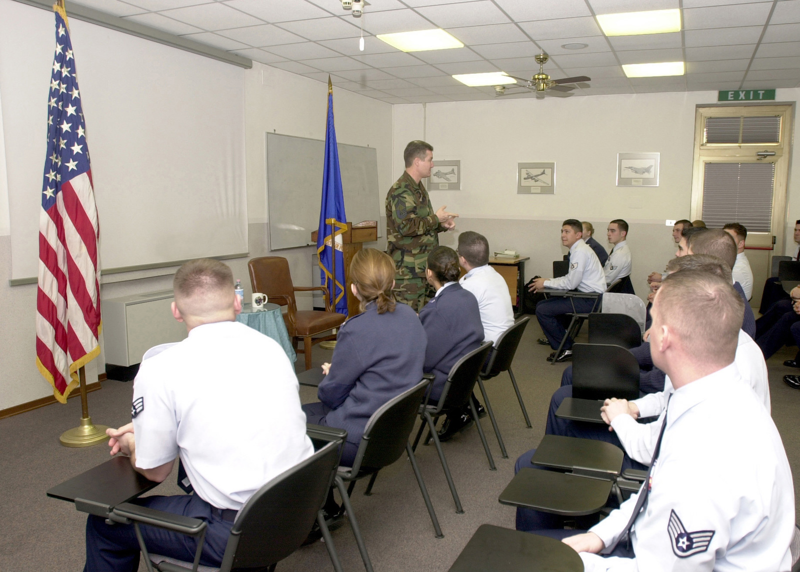 US Air Force (USAF) CHIEF MASTER Sergeant of the Air Force (CMSAF) Gerald R. Murray, counsels students of Class 03 Charlie, AIRMAN Leadership School, on the importance of Professional Military Education and their future role as supervisors. During his visit, CMSAF Murray received an orientation briefing on the mission of Aviano Air Base and followed on with discussions of issues important to enlisted personnel