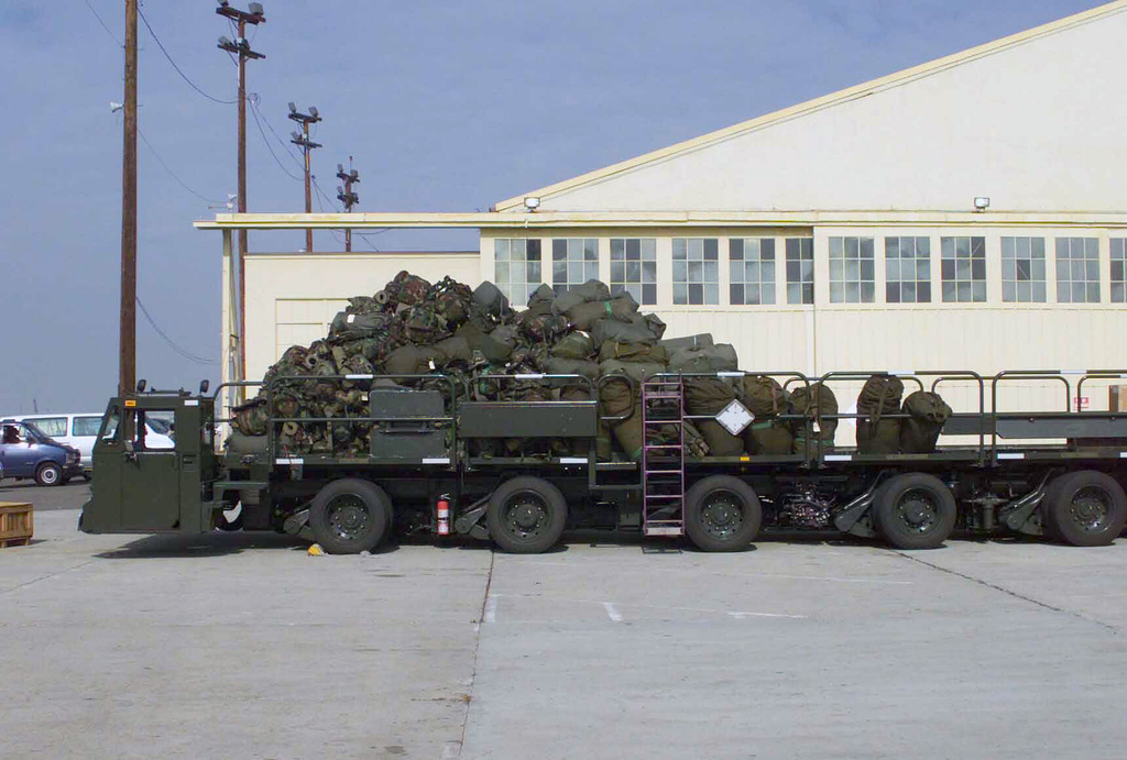 A US Air Force (USAF) TUNNER 60K-Loader loaded with US